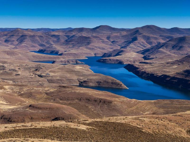 Biological monitoring of the catchments of the Katse and Mohale Dams: a comparison with the pre-construction baseline.